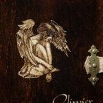 album drewniany grawer anioł
