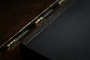 Albumy drewniane czarny